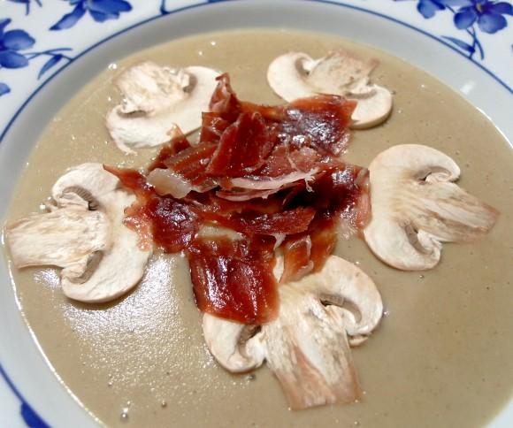 Crema de champiñones con Jamón Ibérico