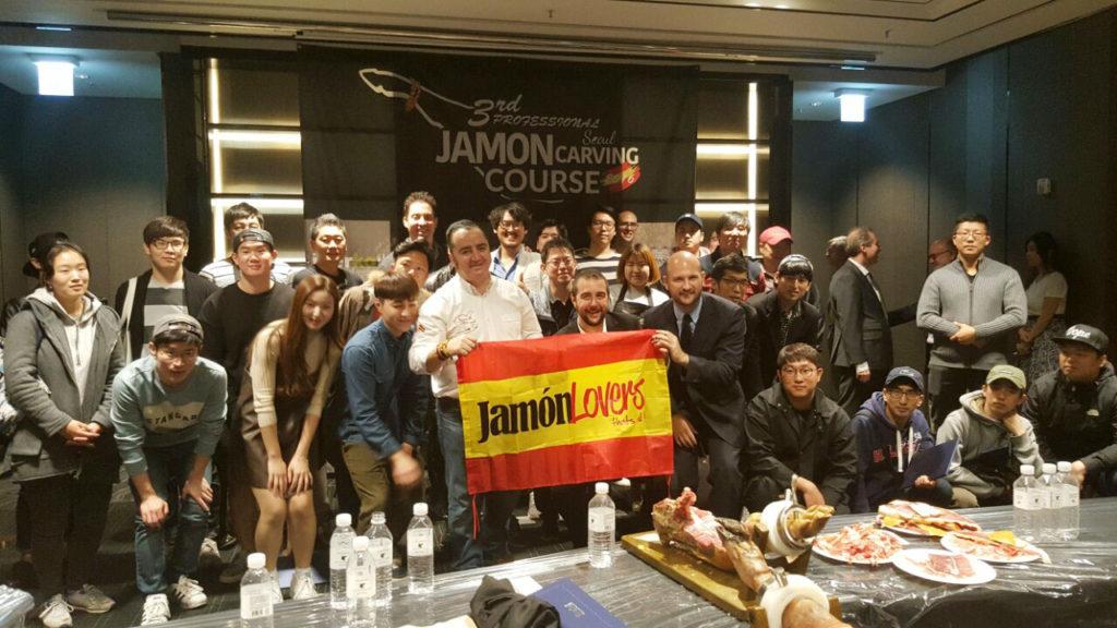 Chefs en el curso de Iberko sobre cultura del jamón en Corea impartido por José Sol