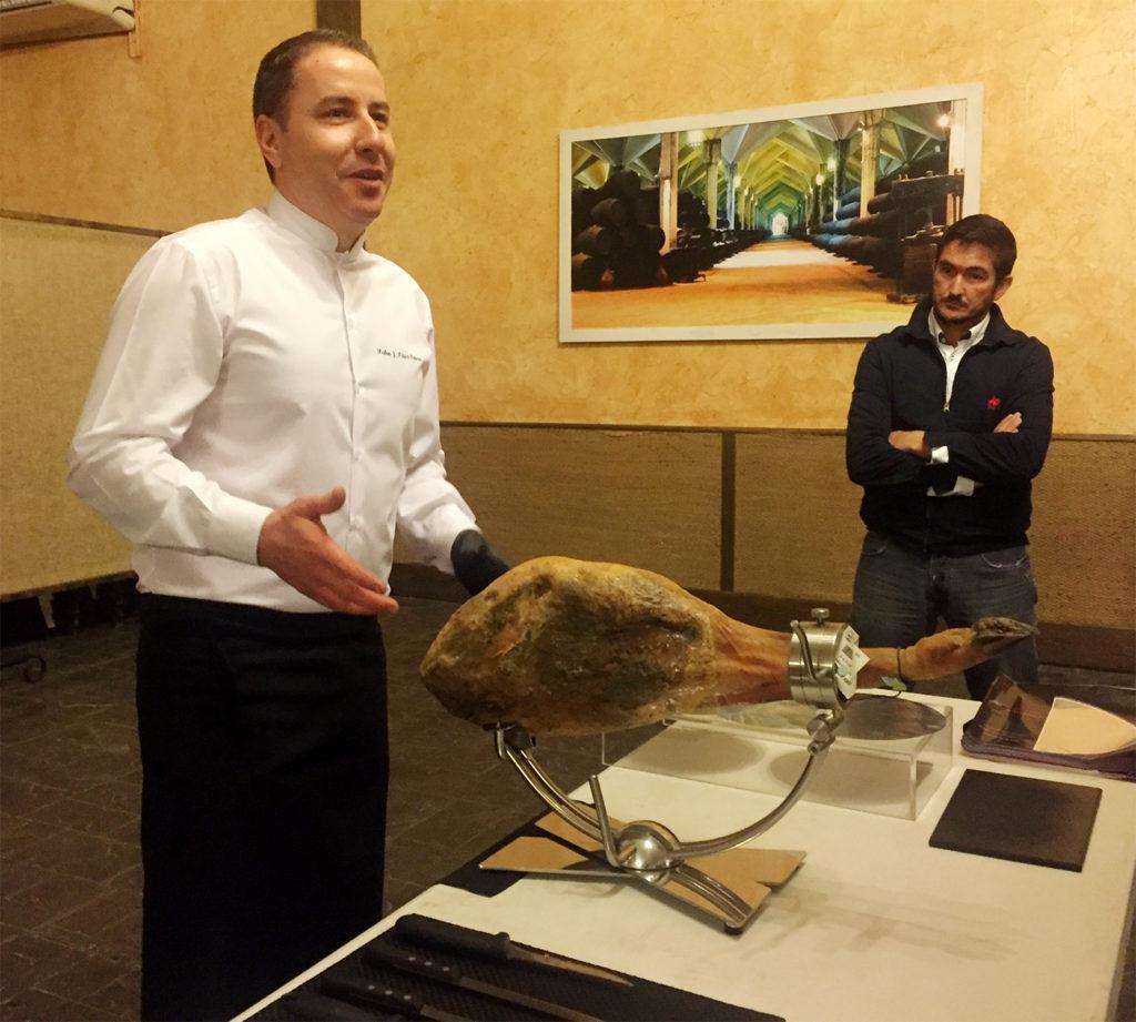 Master Class el corte de un jamón completo, ejecutado y comentado por Pedro José Pérez Casco
