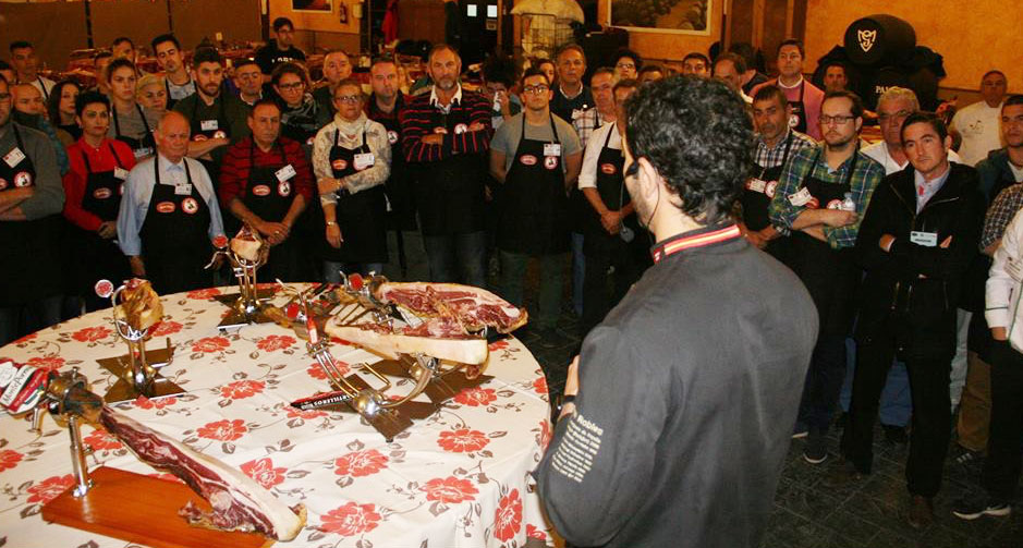 Fran Robles Cobo Master Class Curso de corte de jamón benéfico Chiclana