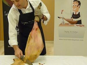 Cómo cortar un jamón, retirar grasa y tocino de la pieza