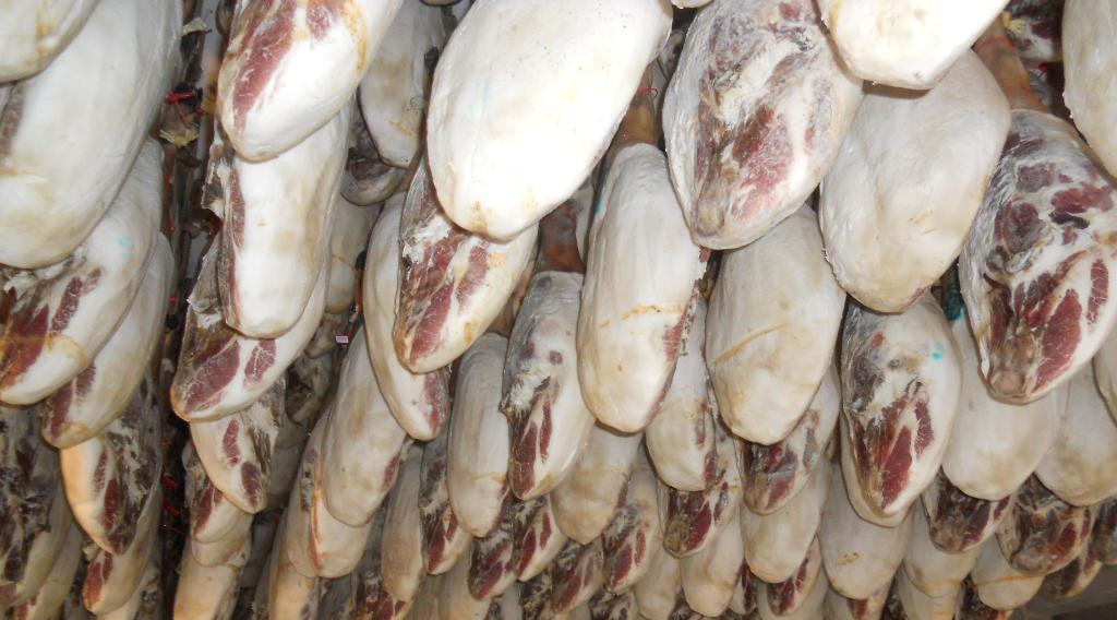 Proceso elaboración Jamón Ibérico: Secado o curación de las piezas en secadero natural