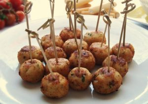 Buñuelos de jamón ibérico con aceitunas
