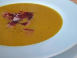 Crema Zanahoria con Crujiente de Jamón Ibérico