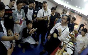 José Sol formando sobre el jamón en Korea