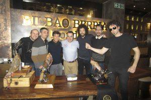 José Sol Spanish Ham Master con el equipo de El Hormiguero
