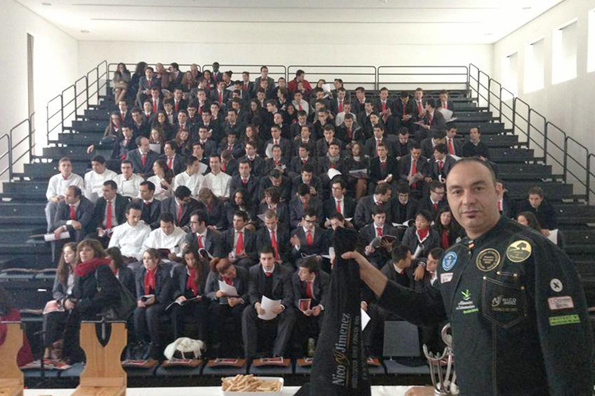 Nico Jimenez curso de corte en la Escuela de Hosteleria de Oporto