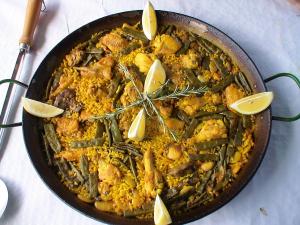 Paella Tradicional Valenciana de Pollo y Conejo