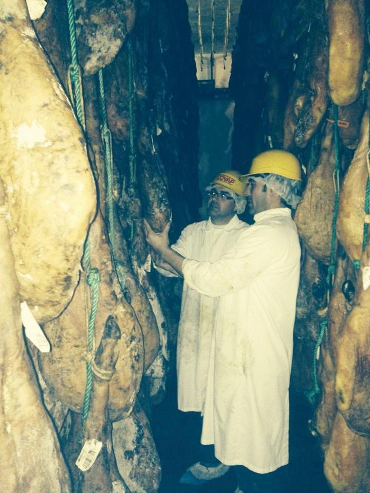 Fran Robles Visitando Fábrica de Jamones Ibéricos