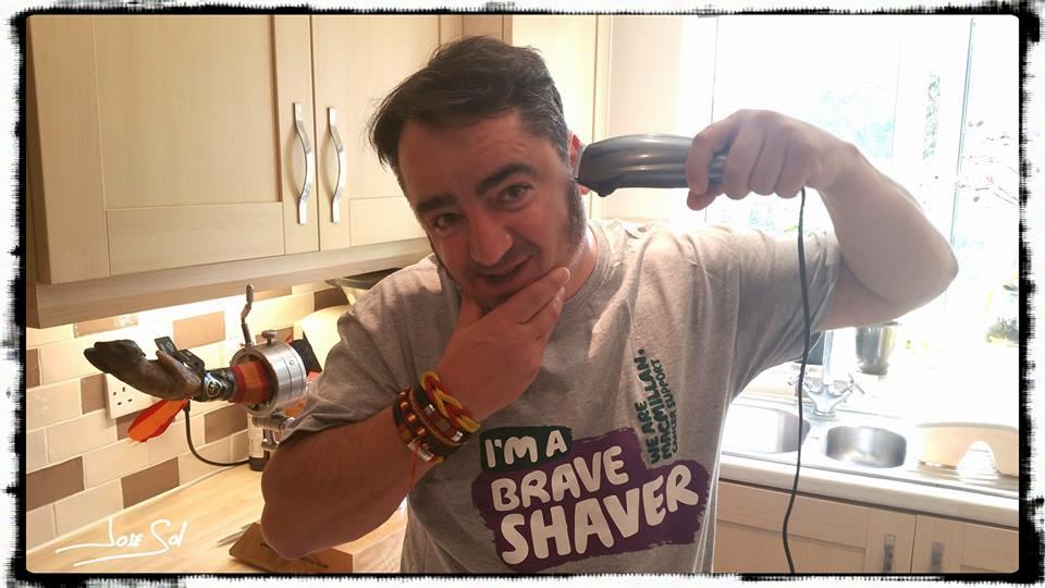 Campaña solidaria Brave the Shave del cortador José Sol