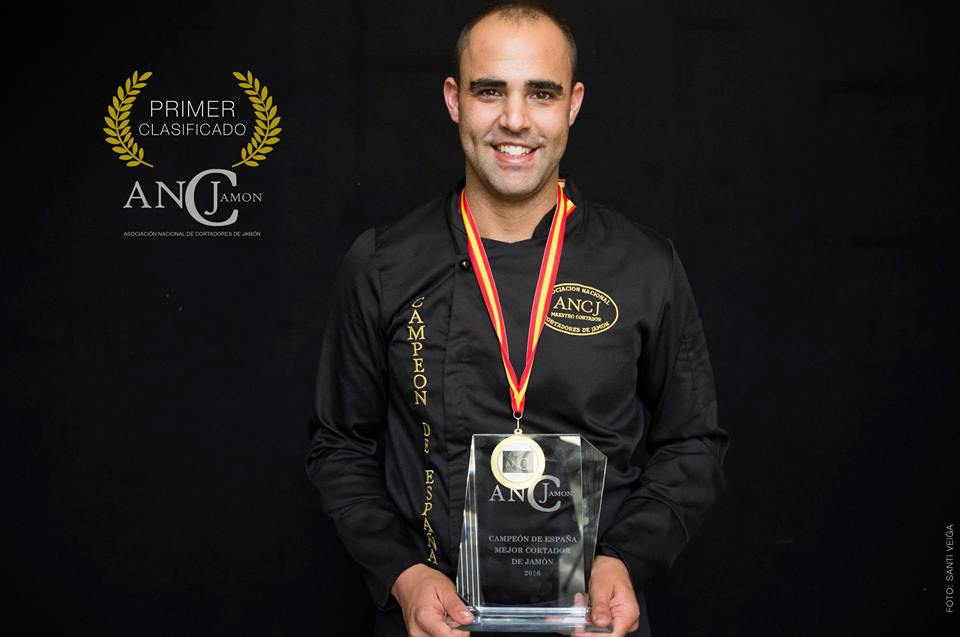 Pablo Montiel Enríquez Campeón España 2016 Cortador de Jamón