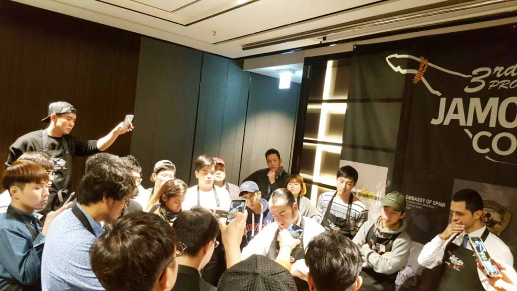 José Sol en el curso de Iberko sobre cultura del jamón en Corea