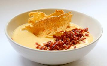 Crema de calabacín, calabaza y pera con jamón ibérico