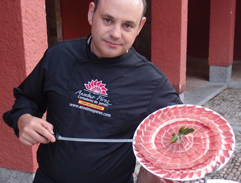 Anselmo Pérez Cortador de Jamón