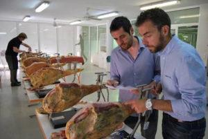 Comienzan las catas de los jamones para la Guía Peñín del Jamón de Teruel