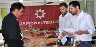 Expertos catadores valoran los jamones y paletas de Teruel que aparecerán en la próxima Guía Peñín del Jamón de Teruel