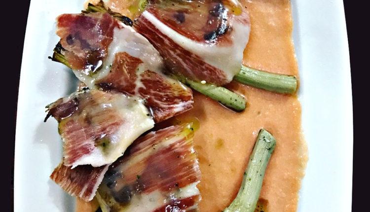 Alcachofas con jamón ibérico y salmorejo