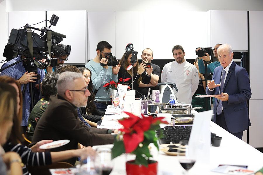 Cata comentada de jamon ibérico por Jesús Ventanas en el workshop del Ham Passion Tour