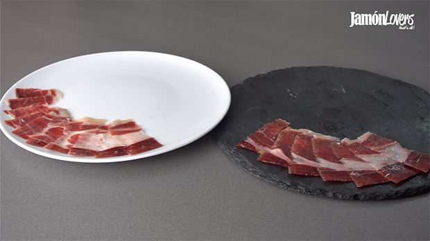 Plato blanco jamón vs plato negro jamón